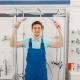 Plombier avec douchette économie d'eau
